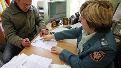 Подаем декларацию лично в налоговую службу