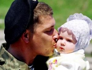 Пособие может получить жена военнослужащего.