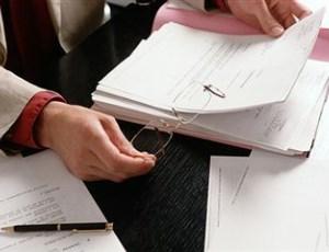 Как правильно сшивают пачку документов